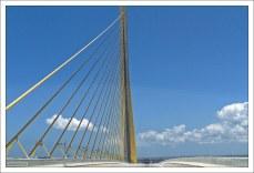 Вантовый мост Sunshine Skyway Bridge.