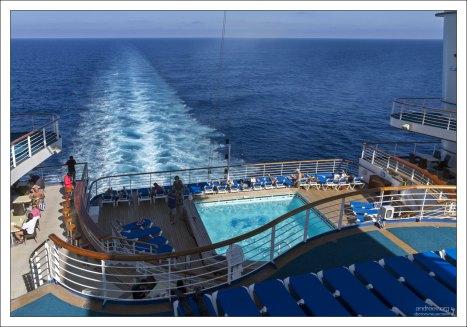 На судне расположено пять бассейнов.