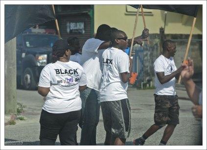 Марш против насилия в городе.