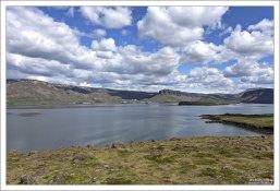 Хваль-фьорд (исл. Hvalfjörður — китовый фьорд).