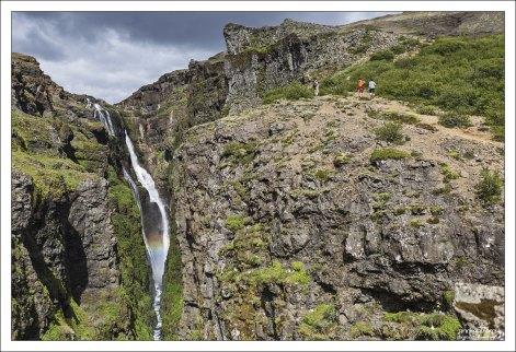 Каньон и цель похода - водопад Глимур.