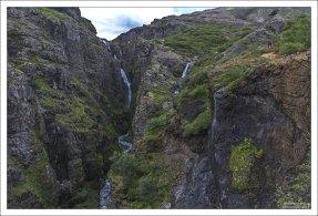 Ущелье, где расположен водопад Глимур.