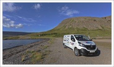 Дом-на-колесах на берегу фьорда Св. Патрика (Patreksfjörður).