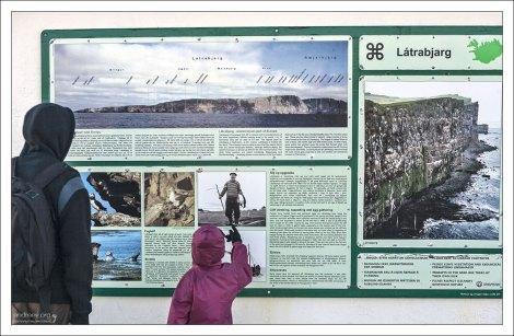 Информационный стенд на мысе Лаутрабьярг.