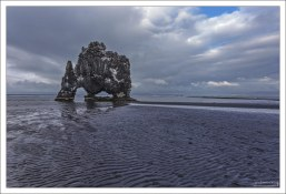 Скала, высотой 15 метров, напоминает пьющего воду слона или дракона.