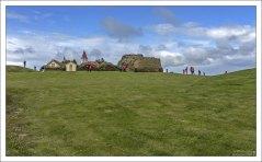 Глаумбер - комплекс из дерновых домов и церкви, выполненный в северо-исландском стиле.