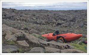 Отважные каякеры иногда сплавляются по реке Йёк.