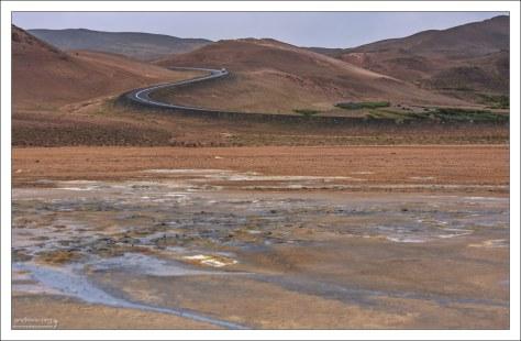 Krafla (Крабла) - вулканическая кальдера, диаметром около 10 км.