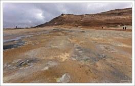 Геотермальная зона Хверир расположена у подножия горы Namafjall.