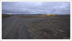 Развилка на грунтовой дороге.