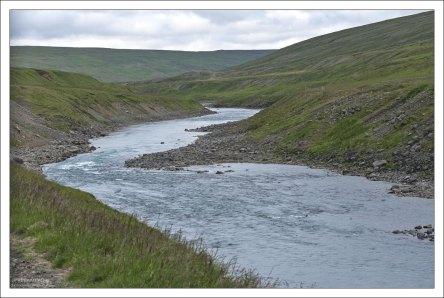 Из-за сильного течения, переезд вборд реки Jökulsá á Brú невозможен.