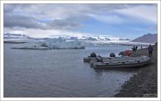 Зодиаки - идеальное средство передвижения между айсбергами.