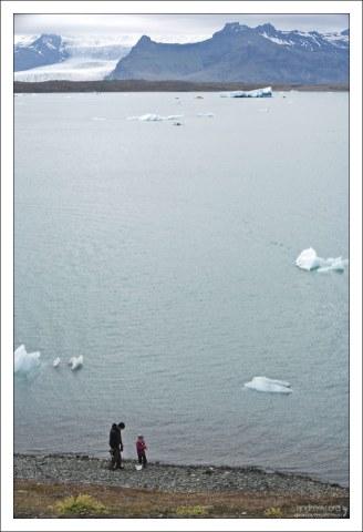 На тропе вокруг Ледяной лагуны Йёкюльсаурлоун.