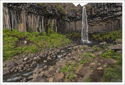 Водопад расположен на территории национального парка Скафтафедль.