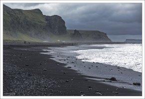 Пляж Рейнисфияра входит в десятку самых красивых нетропических пляжей на Земле.