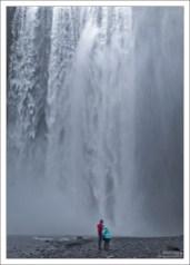 К водопаду ведет совершенно плоская тропа, подойти вплотную можно без особых усилий. Побочный эффект – сухим оттуда не выбраться :)