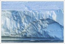 Айсберговый мини-водопад.