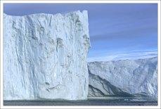 Надводная высота гренландских айсбергов колеблется в районе 100-110 метров. Это высота 30-этажного дома.