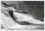 Сила воды Гюдльфосса такова, что может за секунду залить до краев бассейн олимпийского размера.