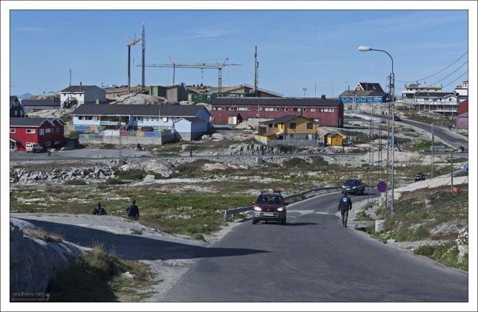 Гренландские дороги обычно заканчиваются всего в паре километров от поселений.