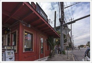Tiniest Bar In Texas - самый маленький бар Техаса.