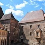 curtea interioara castelul corvinilor huniazilor hunedoara