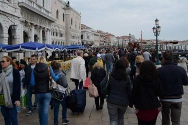 venetia-turisti-plin-luna-mai