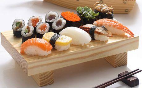 platou-mancare-japoneza-sushi