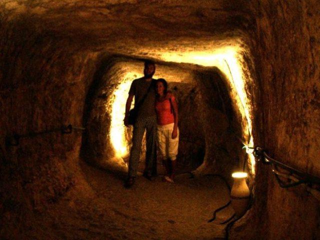 Tunnel di Ezechia Arrivo di Lella e Martina                           -Giobba –