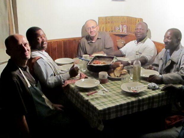 Che cosa fanno i fratelli a Mapanda?