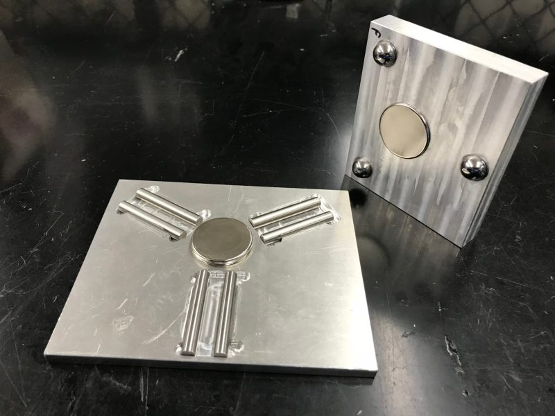 Kinematic Coupling with steel pins acting as v-grooves