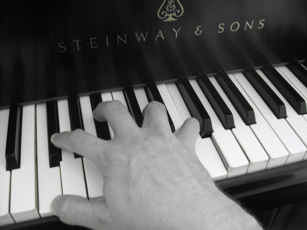steinway-hand