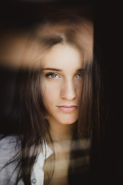 Natural light portrait by Alessio Albi