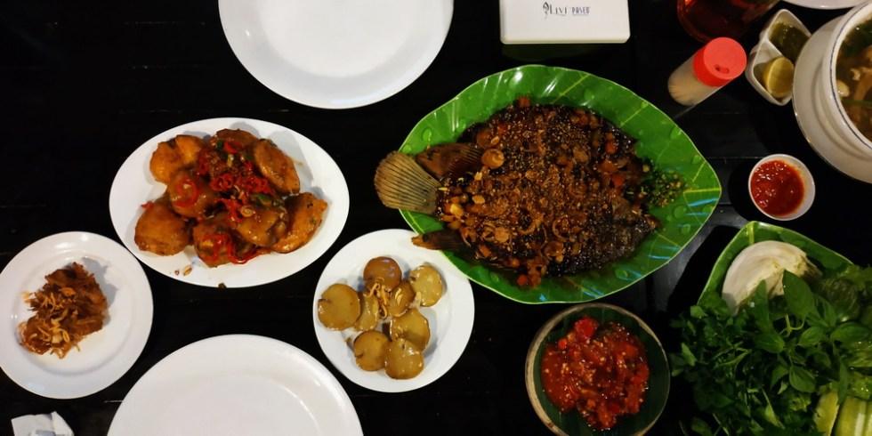 Makan Malam di Pandan Wangi