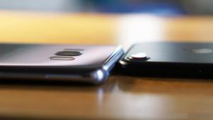 Apple-iPhone-7-vs-Samsung-Galaxy-S8