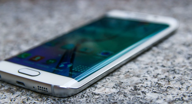 A Review of the Samsung Galaxy S6 Edge
