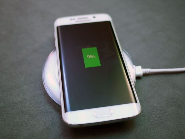 samsung-galaxy-s6-edge-hands-on-charger