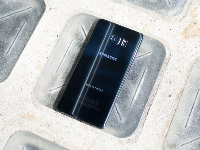 galaxy-note-7-black-back-angle-concrete Best Android Camera Android