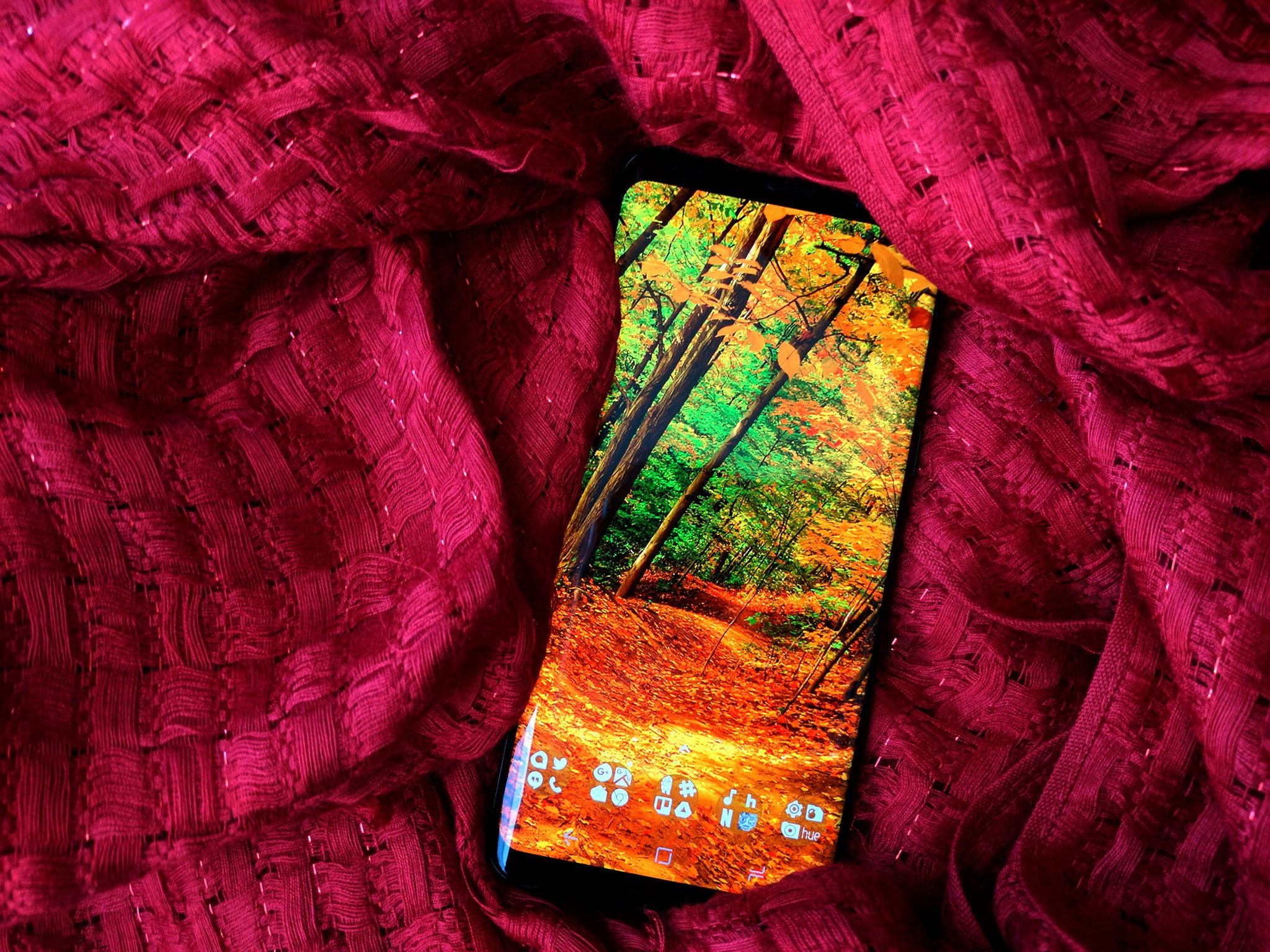 Falling Leaves Wallpaper Blackberry Fall Into Autumn With A New Leafy Wallpaper Android Central