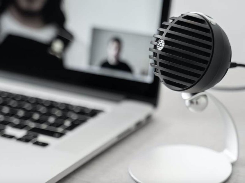 Shure Mvc5 Home Office Mic Lifestyle