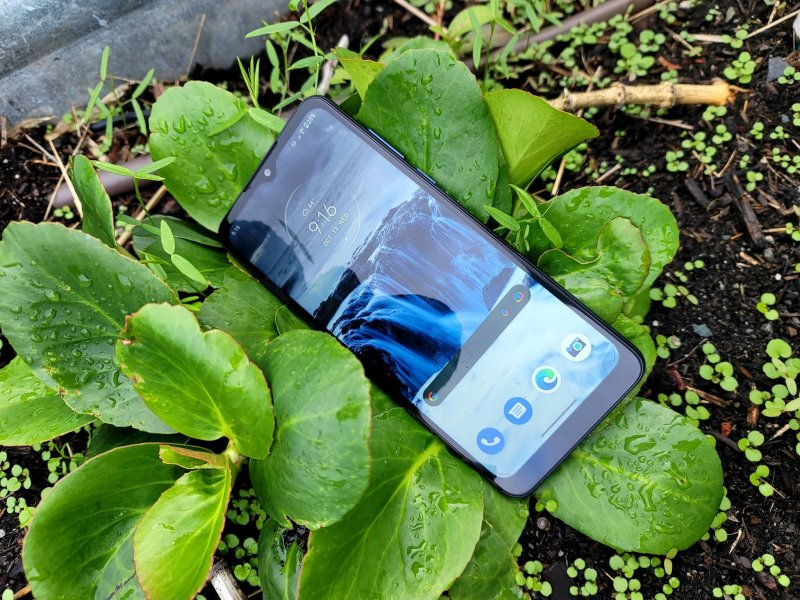 Moto G Pure Review Outside