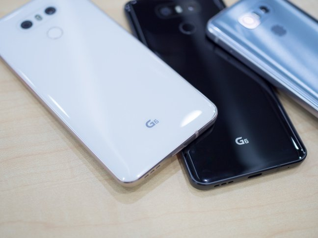 lg-g6-white-black-backs Your LG G6 will scratch, just like every other glass phone Android