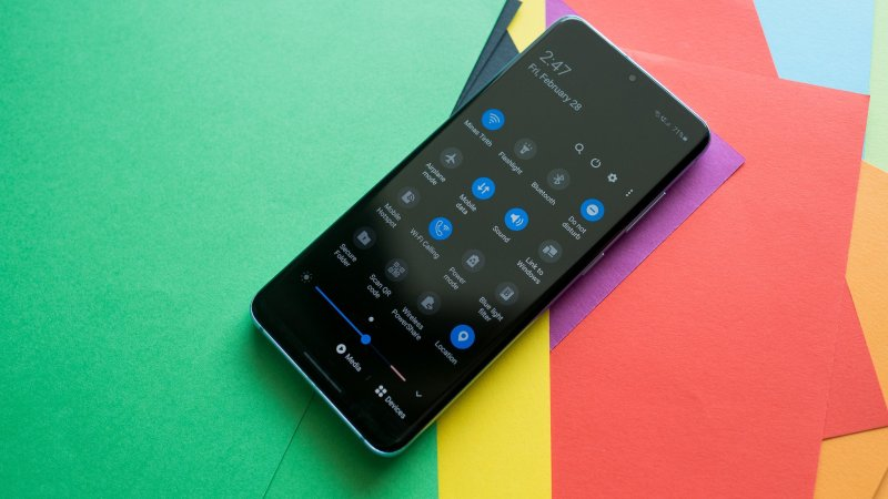 How to quickly access notifications on Galaxy S20