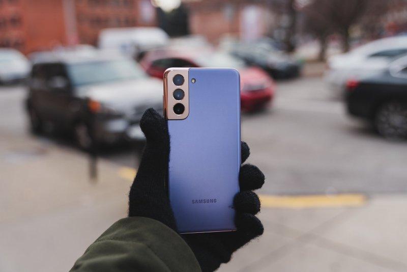 Samsung Galaxy S21 in Phantom Violet
