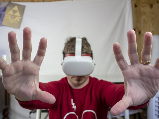 Oculus Quest 2 Hand Tracking Push