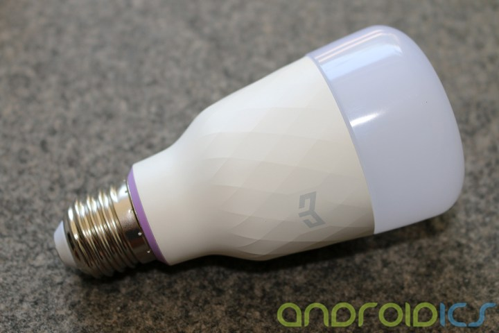 YEELIGHT-Smart-Light-Bulb-review