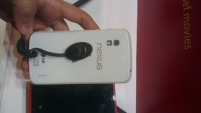nexus-4-weiß-01