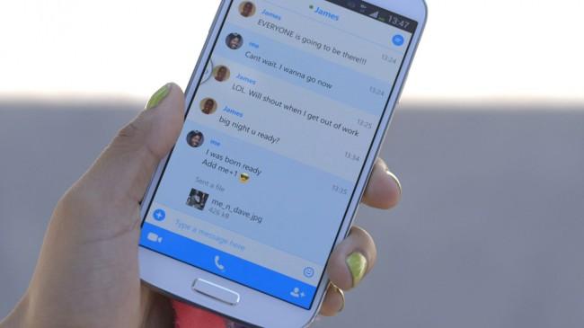 Auch Designelemente aus Androids neuem Holo Design finden in der neuen App platz. Foto: Phandroid.com