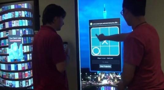 Sind die Empfängerdisplays auch Touchscreens, können sie auch mit der Hand gesteuert werden. (Bild: Screenshot/Open Project Video)