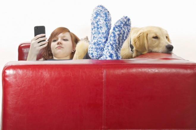 Fast 70% von uns gehen nicht ohne Smartphone schlafen. (Foto: iStockphoto)